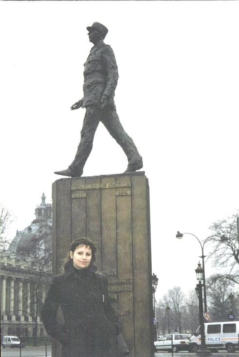 paris-statuia-lui-charles-de-gaule