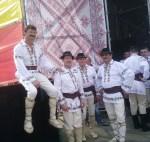Dansatori din ansamblul Hora